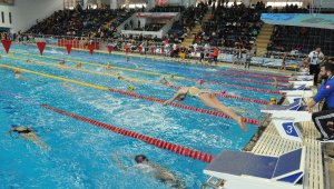Trabzon'da düzenlenen Türkiye Yüzme Finali nefes kesti