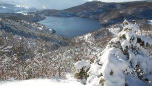 Zinav Gölü'nde eşsiz kış güzelliği
