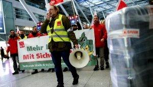 Almanya'da üç havalimanında uyarı grevleri başladı