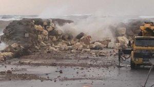 Antalya'da fırtına balıkçıları da vurdu, balıkçılar tekneleri kurtarma telaşına düştü