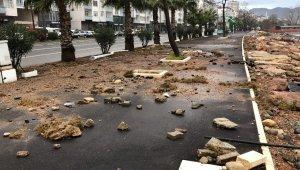Fatsa'da dalgalar sahil şeridine zarar verdi
