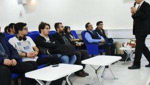 """İpekyolu'nda """"Teknoloji Trendleri ve Dijital Yolculuk"""" semineri"""
