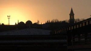İstanbul'da gündoğumu görsel şölen sundu