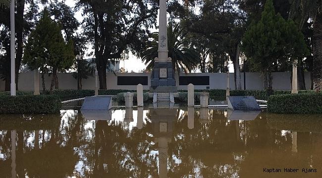 İzmir'de şehitlik sular altında kaldı