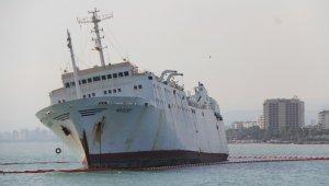 Karaya oturan geminin çevresine bariyer çekildi