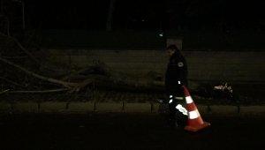 Kayseri'de minare yıkan rüzgarın saatteki hızı 119 kilometre olarak ölçüldü