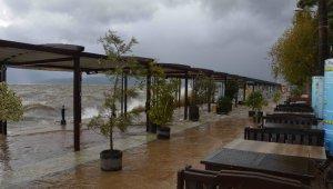Köyceğiz'de sağanak ve fırtına etkili oluyor