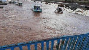 Kumluca'da tekneler alabora oldu