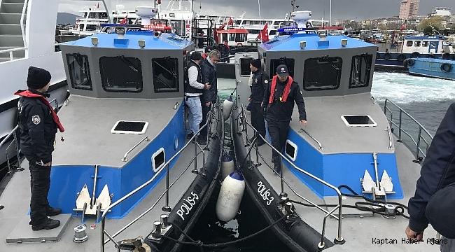 Pendik'te yanan gemiden kurtarılan mürettebat Sahil Güvenlik Bölge Komutanlığı'na sevk edildi