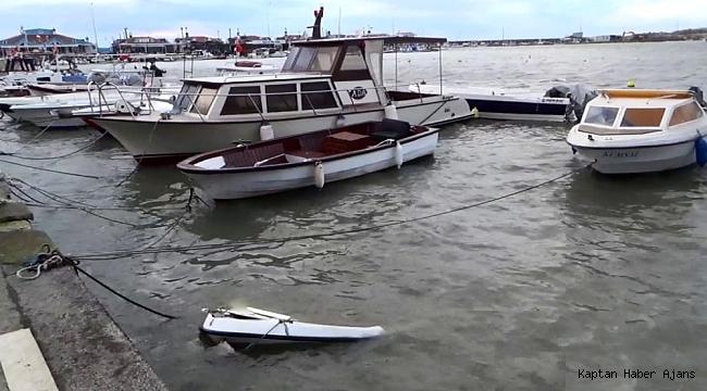 Şiddetli lodos Silivri'de balıkçı kayığını batırdı