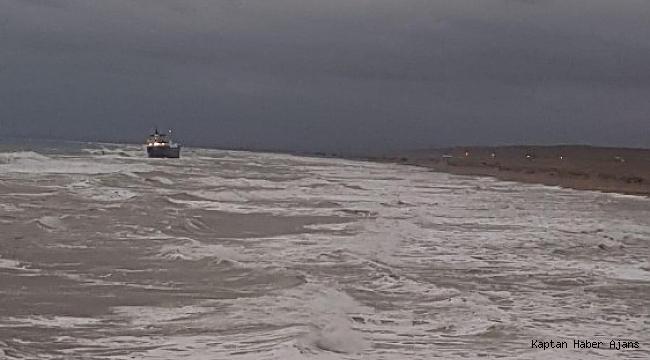 Karadeniz'de FEHN LYRA isimli gemi karaya oturdu
