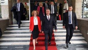 """Bakan Akar: """"Kuzey Makedonya'nın Avrupa Atlantik bağlarının güçlenmesini her bakımdan arzu ediyoruz"""""""