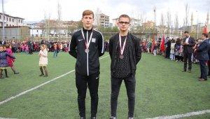 Çevik kardeşler Türkiye Şampiyonası'ndan madalya ile döndü