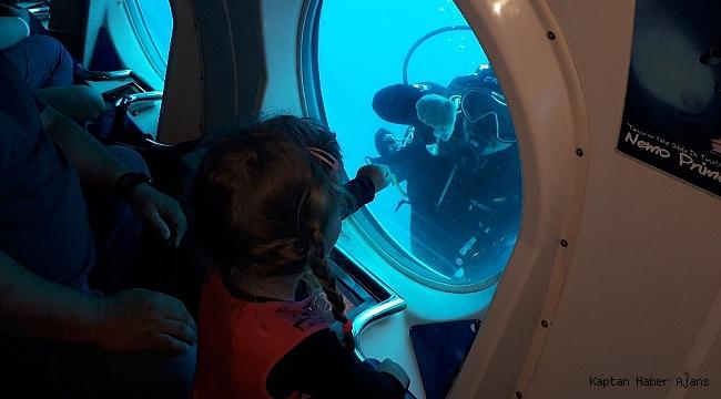 Günde 5 kez dalıp 22 bin turisti denizin altına indirecek
