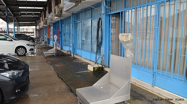 Hava şartları nedeniyle küçük balıkçı denize açılamayınca Trabzon Balık Hali en sakin gününü yaşadı