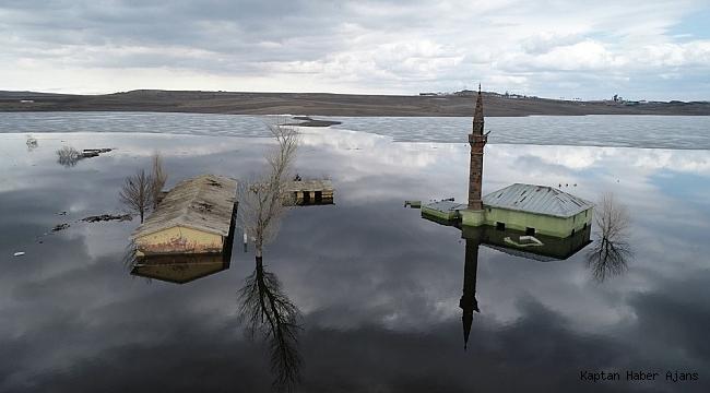 Kars'ta sular altında kalan cami ilk kez havadan görüntülendi