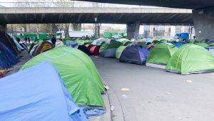 Paris'te insanlık dışı mülteci kampı tahliye edildi