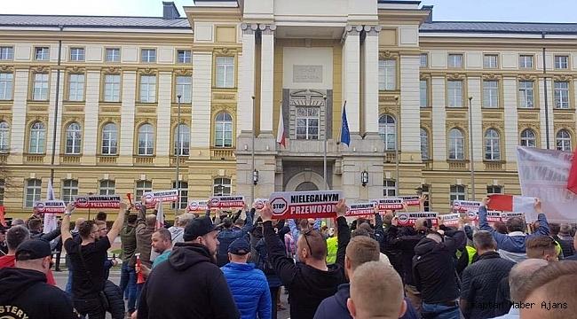 Polonyalı taksiciler Uber ve ABD Büyükelçisini protesto etti