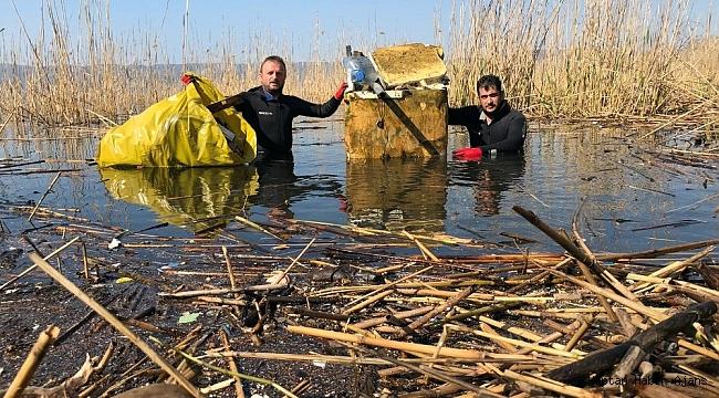 Sapanca Gölü'nden aralarında buzdolabı ve küvetin bulunduğu 2 kamyon çöp çıktı