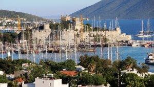 Bodrum'a bayramda havadan, karadan ve denizden turist yağacak