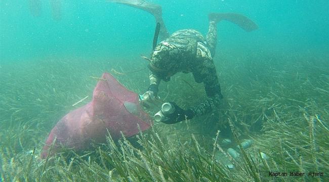 Büyükler denizin dibini, çocuklar sahilleri temizledi