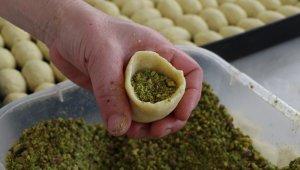 """Ramazan'da sofraların vazgeçilmez tatlısı: """"Kerebiç"""""""