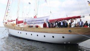 STS Bodrum okul gemisi İzmir Büyükşehir Belediye Başkanı Tunç Soyer'in de katılımıyla Çanakkale'ye uğurlandı