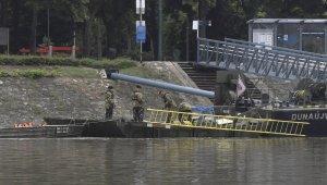 Tuna nehrinde tur teknesi battı: 7 ölü, 21 kayıp
