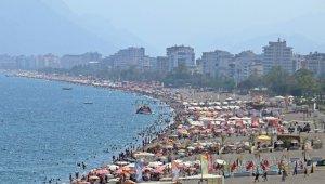 Konyaaltı Sahili'nde bayram yoğunluğu bitmiyor