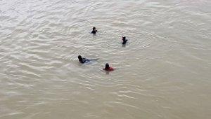 Serinlemek için suya girmişti, cesedi bulundu