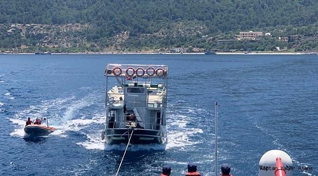 Su alan gezi teknesi yolcularını ve mürettebatını Sahil Güvenlik kurtardı
