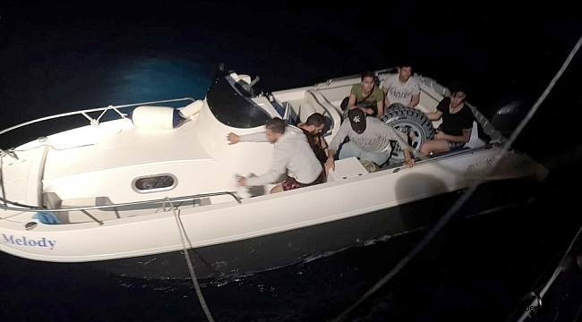 Sürat teknesi ile kaçarken yakalandılar