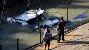 Tuna Nehri'nde batan yolcu teknesi çıkarılıyor