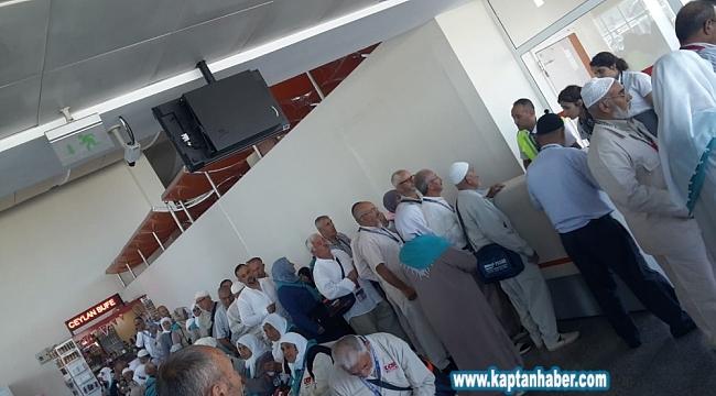 160 hacı adayı havaalanında mahsur kaldı