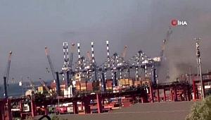 Ambarlı Limanında bir gemi alev aldı. Olay yerine çok sayıda itfaiye ve polis ekibi sevk edildi. Yangını söndürme çalışmaları devam ediyor