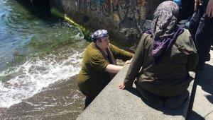 Denize düşen kadın itfaiye ekipleri tarafından karaya çıkartıldı