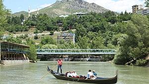 Tunceli, Bodrum ve Antalya'yı zorluyor