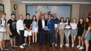 Yabancı öğrenciler Mersin'de yelken sporunu öğrenecek