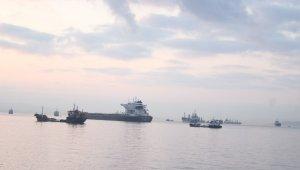 Zeytinburnu'nda çarpışan gemiler gündüz görüntülendi