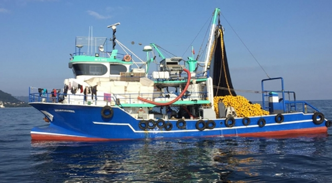 Balıkçı teknesinde 4 bin 500 litre kaçak akaryakıt ele geçirildi