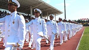 Deniz Kuvvetleri'nin en genç subayları mezun oldu