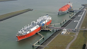 Dünyanın ilk LNG yakıtlı konteyner gemisi suya indi
