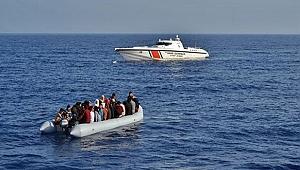 Ege Denizi'nde içerisinde Türkler'in de bulunduğu bot battı