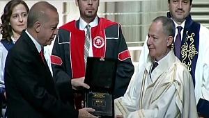PİRÜ'ye Üstün Başarı Ödülü verildi