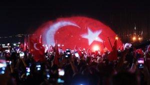Bodrum'da binler sokağa döküldü, dev Türk bayrağı denizde dalgalandı