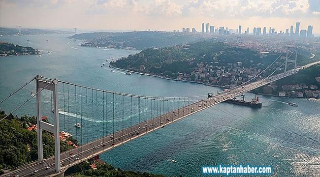 İstanbul Boğazı'ndan geçen deniz araçları Türk bayrağıyla donatılacak.