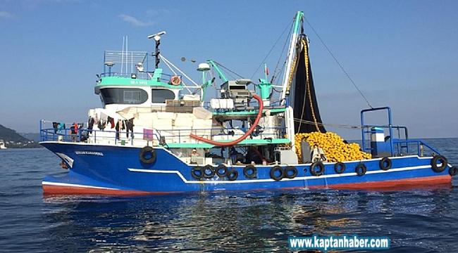 Balıkçılar kötü hava koşulları ve balık yokluğundan limana demirledi