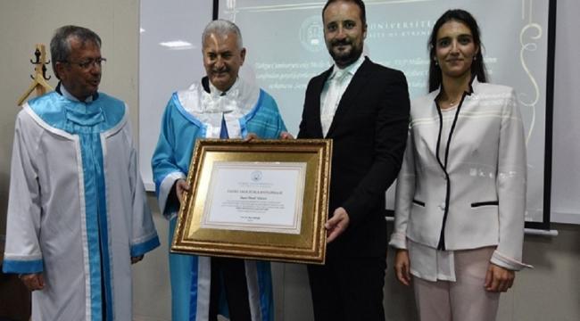 Girne Üniversitesi tarafından Binali Yıldırım'a 'Fahri Doktora' unvanı verildi