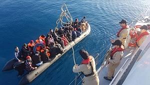 Mersin'de bir teknede 52 düzensiz göçmen yakalandı