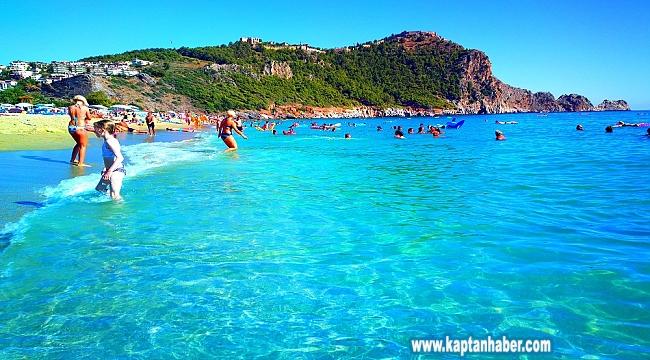 Antalya'da aralık ayında deniz keyfi